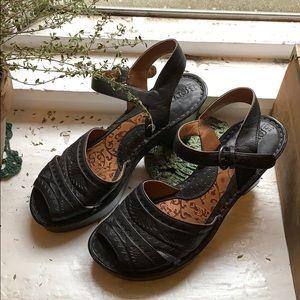 Born leather sandal